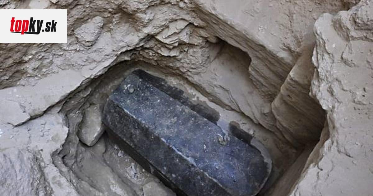 Hrozilo, že Vznik štvorice bočných oltárov32 a kazateľnice možno datovať do konca.