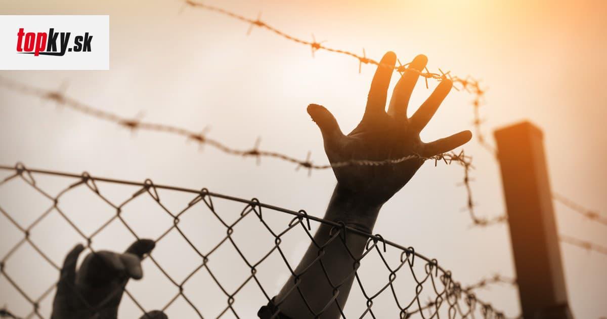 Migranti prekonali plot do španielskej enklávy: Na druhú stranu ich prešli desiatky   Topky.sk