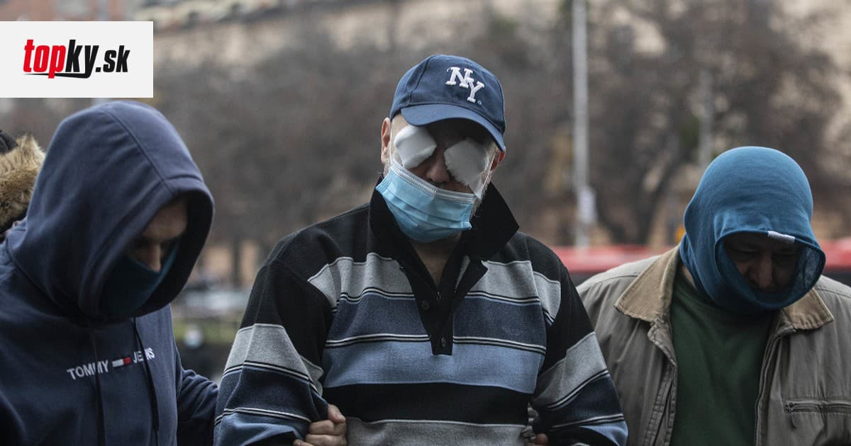 ŠOKUJÚCI pohľad na exministra: FOTO Ruska priviedli na súd so zalepenými očami! Rozhoduje sa o väzbe | Topky.sk
